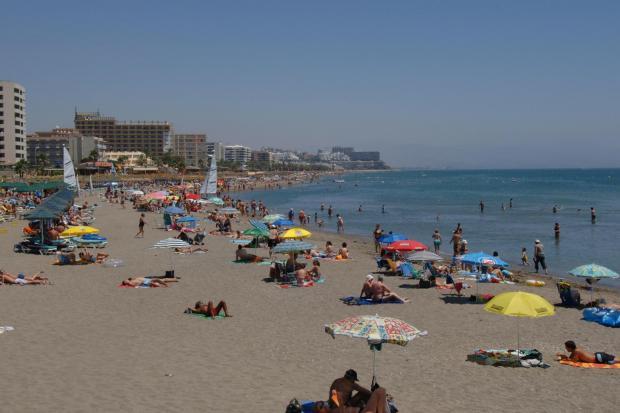 Periódicos Messenger: playa de la Costa del Sol cerca de Torremolinos
