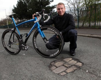 Chris Hoy has joined a pothole campaign