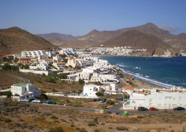 Periódicos Messenger: Playa Costa del Almeria.  Título: Wikipedia Commons