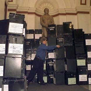 Psychologists said objects seem heavier the more socially powerless someone feels, when they got volunteers to lift boxes of varying weights