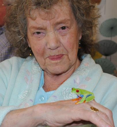 Patient Dorothy Hassall with a tree frog