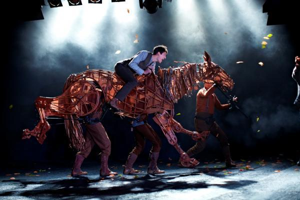 War Horse is the moving and uplifting story of the unbreakable bond between young Albert and his horse Joey.