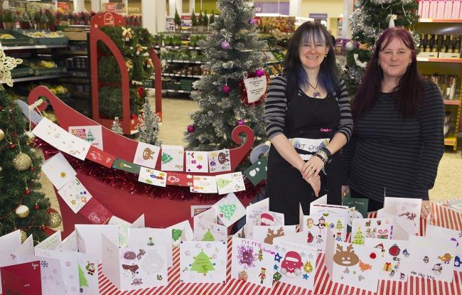 Huge Christmas Card.Handmade Christmas Cards For The Elderly Proves Huge Hit Messenger