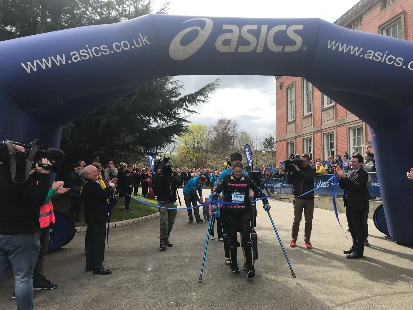 Claire Lomas crosses the finish line for the 2018 Manchester Marathon